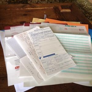不動産投資関連の書類は実家にまとめて送っています。ひと月でこれくらいです。