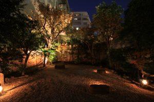 庭をライトアップして楽しんだり。 懐かしいなぁ。
