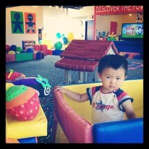 WeePlay & Learn プリ二歳児クラス 教室は広々として遊具がいっぱい