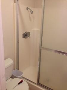 主寝室なのに若干ちゃちいシャワーです。