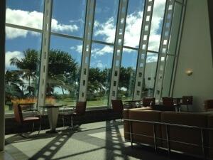 ハワイキタワーのロビーです。奇麗ですよね。午後はオフィスに立ち寄りました。