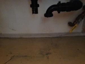 シンクの下からどんどん水が漏れていたわけです。