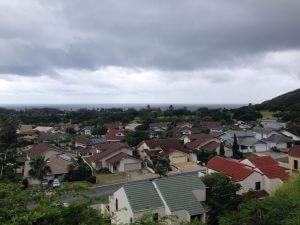 ハワイカイの売り物件の裏手は山で少し登った所からの景色です。僕の家が見えますw その向こうは海ですね。