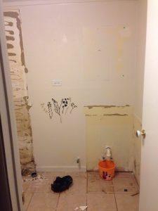 ハワイでリフォーム:洗面台撤去。