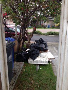 大量の廃棄物が発生します。壊してみて初めて気づきますねー。