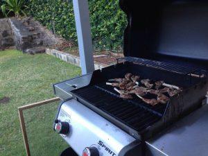 ハワイのディナー:やっぱりバーベキューグリルですよねー。