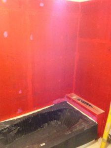 ハワイでリフォーム:乾いたら真紅のバスルームに。三回ほどコーティング