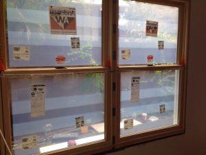 ハワイでリフォーム:かっこいい窓が入りました。窓代1000ドルなり。