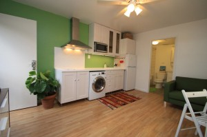 ハワイでリフォーム完成:フルキッチンに洗濯乾燥機も突っ込んで。収納もばっちり。自慢は自家製換気扇