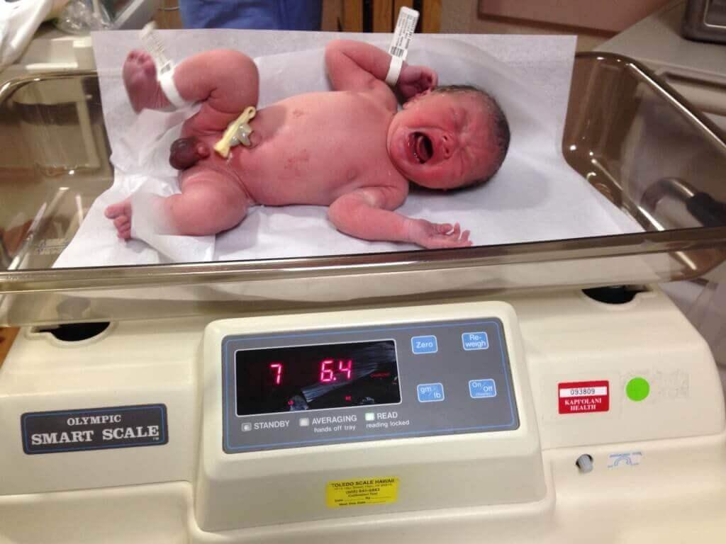 ハワイで大家:ハワイで出産しました〜。日系二世の誕生です。体重はもちろんポンドで。