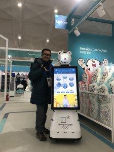 ハワイで大家:平昌五輪 Future Robot。会話が出来て写真を撮ってメールで送ってくれます。