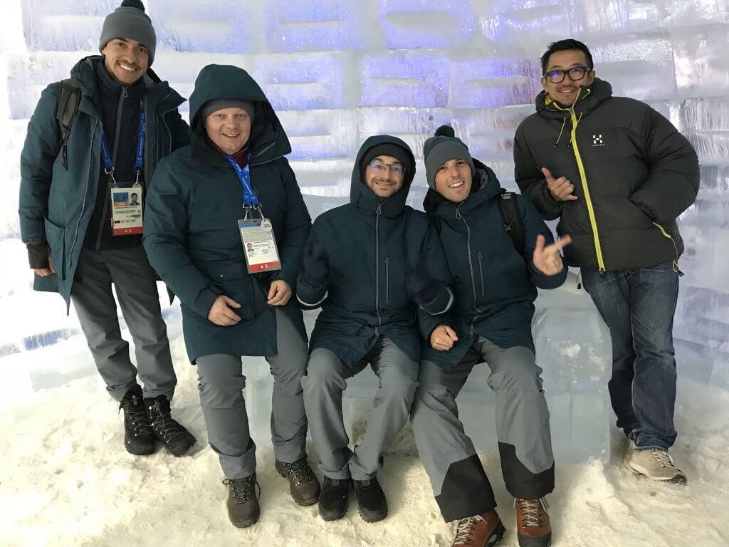 ハワイで大家:平昌五輪 仕事中の様子はアップできないのでイグルーで佇むチーム写真をどうぞ
