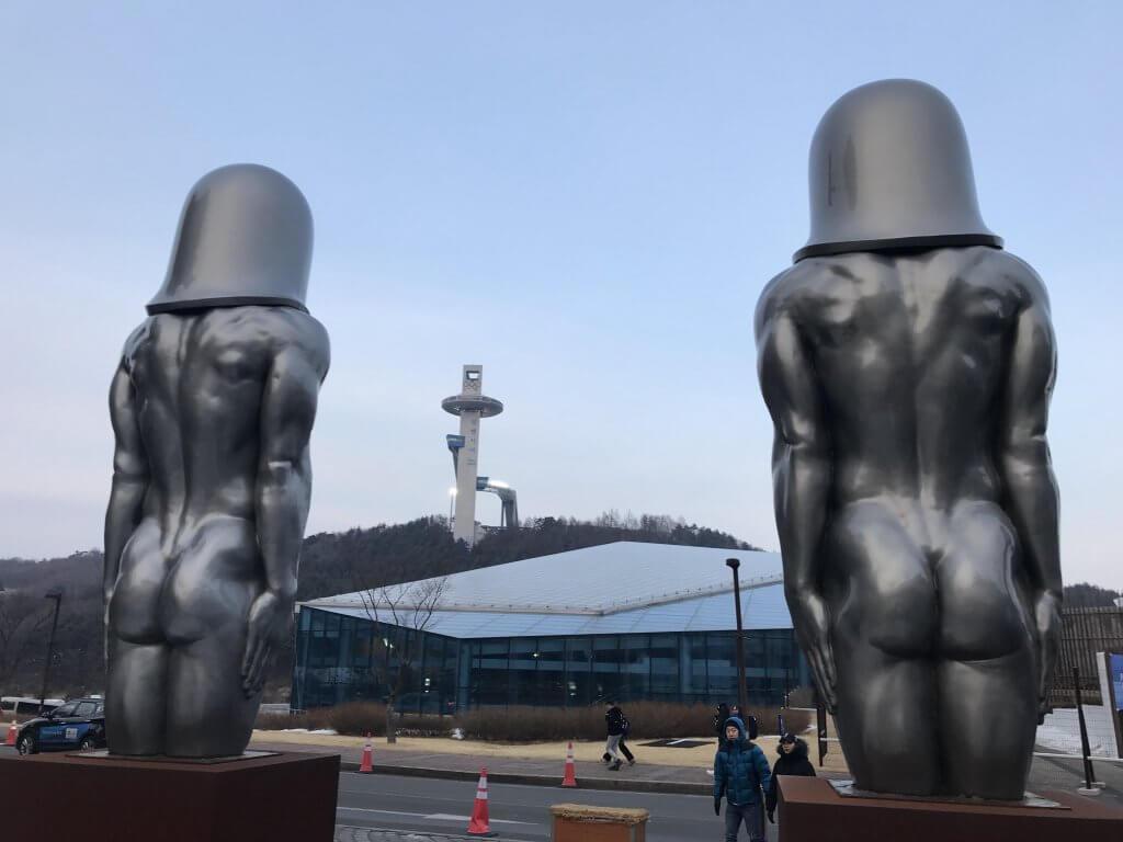 ハワイで大家:平昌五輪 モルゲッソヨ像は後ろから見るのもオツ