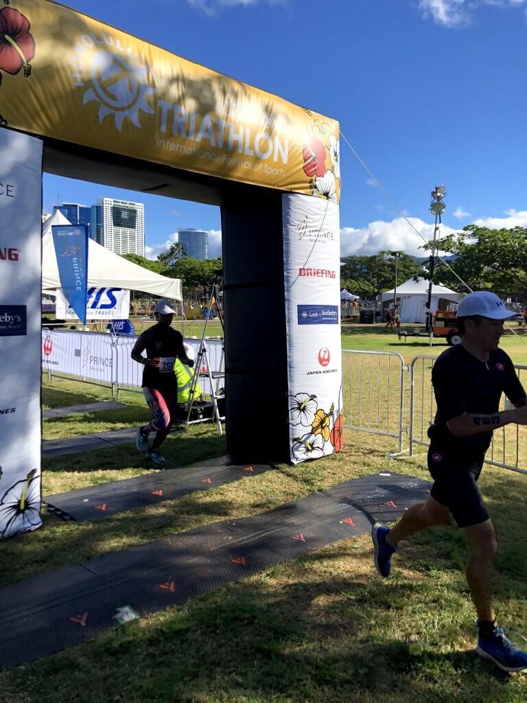 ハワイで大家:ホノルルトライアスロン2019 フィニッシュ!